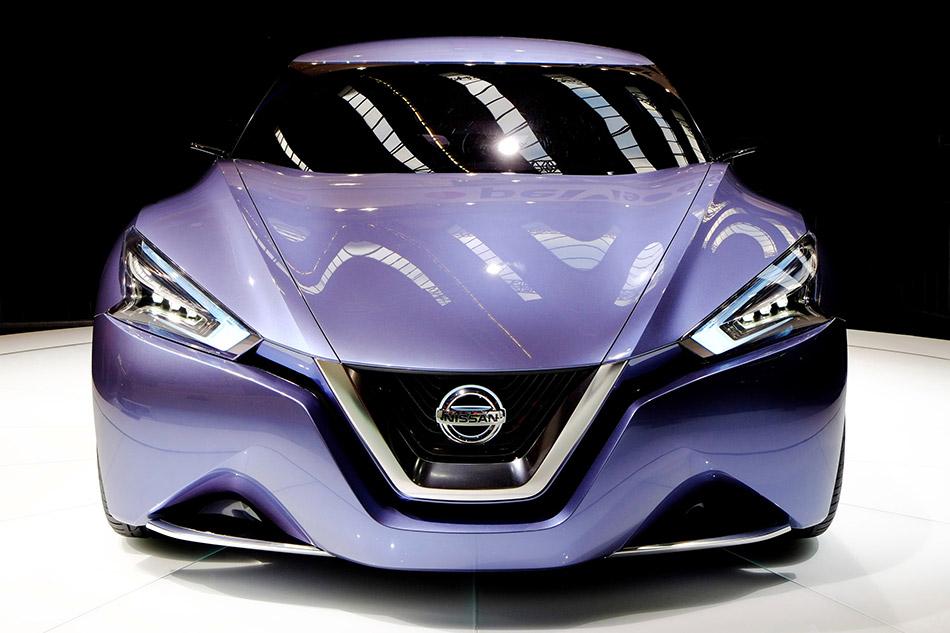2013 Nissan Friend-Me concept Front Angle