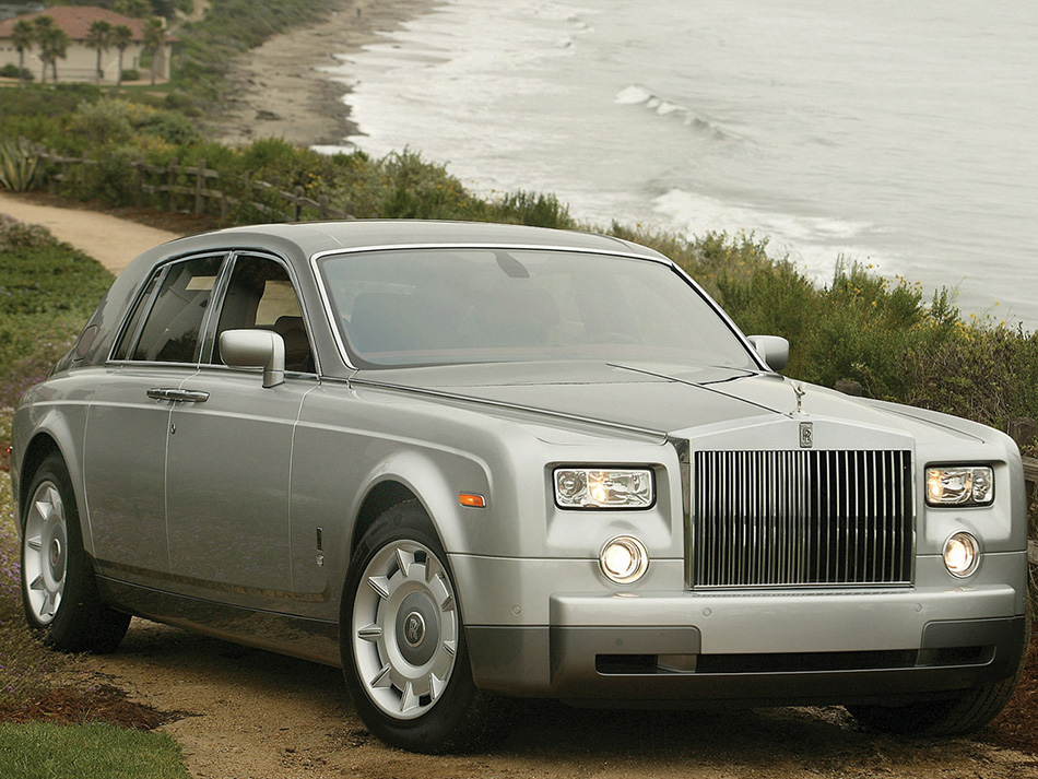 2004 Rolls-Royce Phantom Front Angle