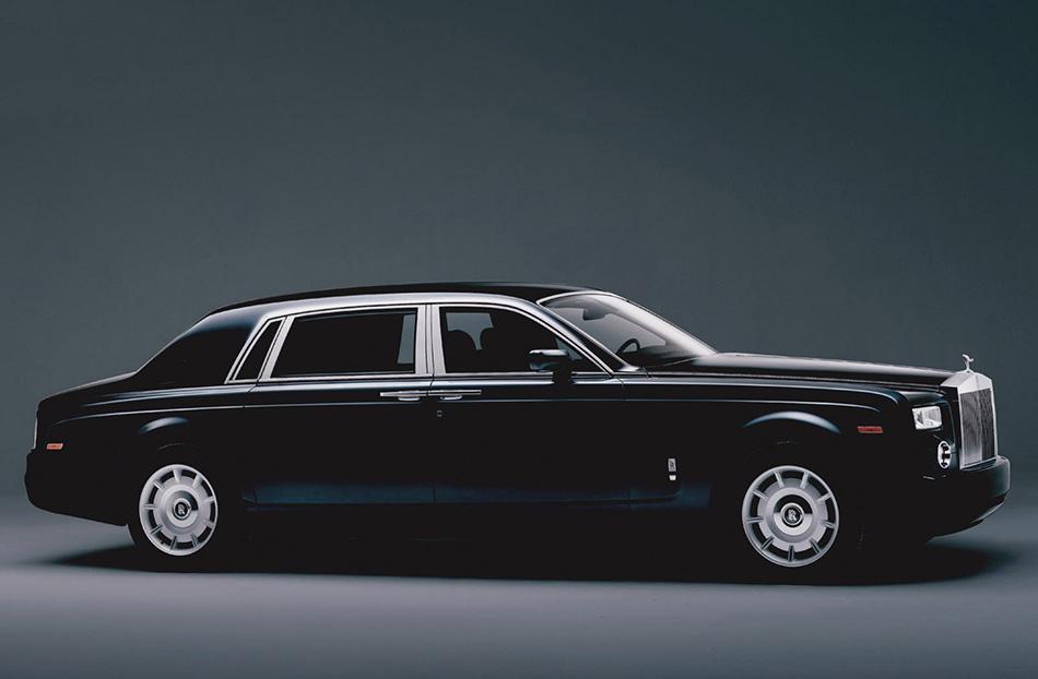 2005 Rolls-Royce Phantom Extended Wheelbase Front Angle