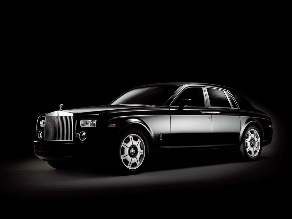 2006 Rolls-Royce Phantom Black Front Angle