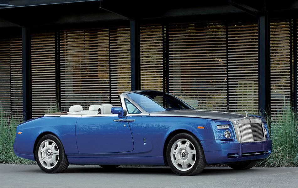2008 Rolls-Royce Phantom Drophead Coupe Front Angle