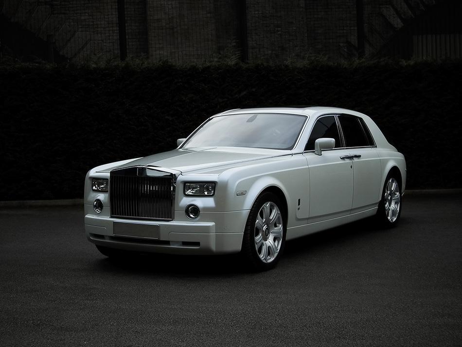 2009 Kahn Rolls-Royce Phantom Front Angle