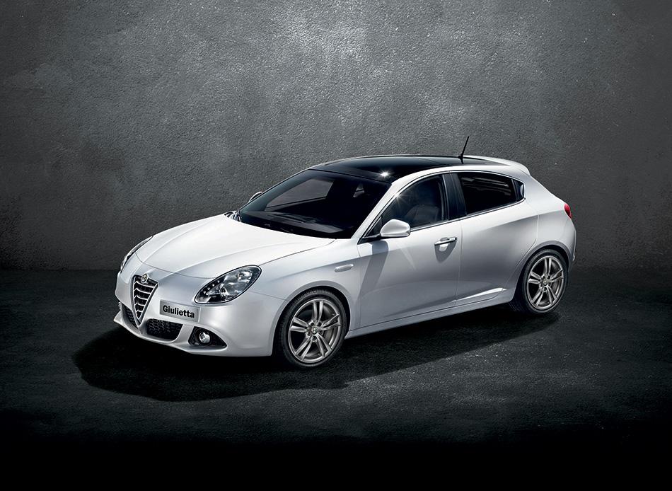 2014 Alfa Romeo Giulietta Front Angle