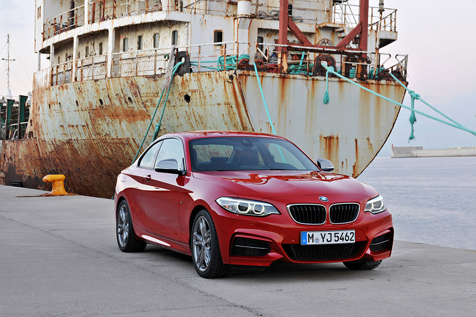 2014 BMW 2 Series Coupe Front Angle