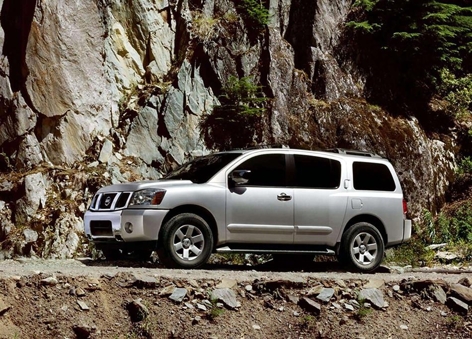 2004 Nissan Pathfinder Armada SE Front Angle