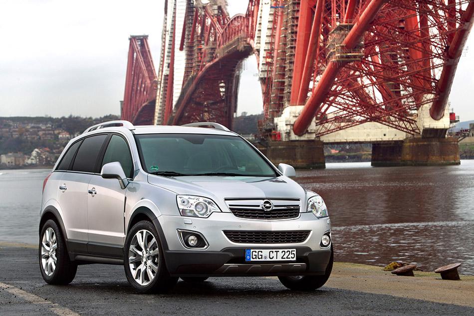 2013 Opel Antara Front Angle