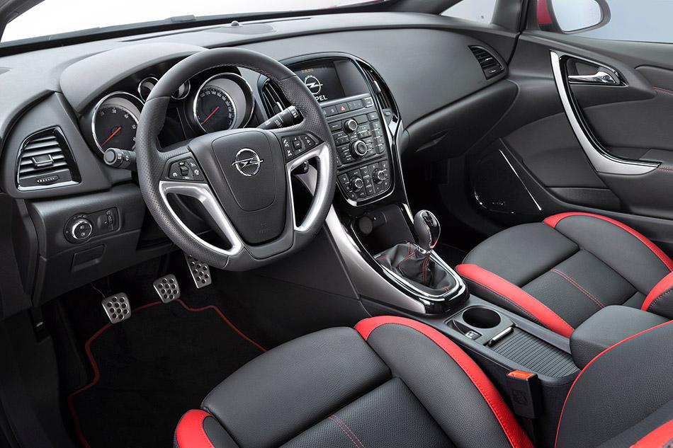 2013 Opel Astra BiTurbo Interior