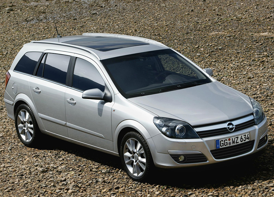 2004 Opel Astra Station Wagon Front Angle