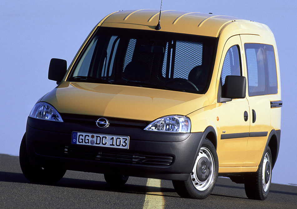 2002 Opel Combo Front Angle