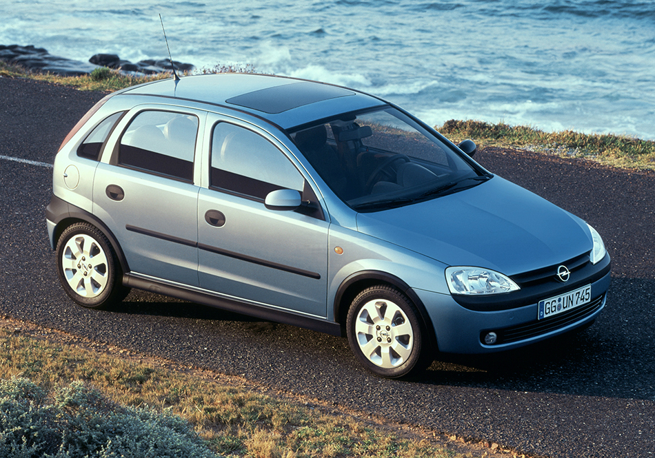 2000 Opel Corsa Front Angle