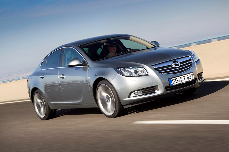 2012 Opel Insignia 2.0 BiTurbo Diesel Front Angle