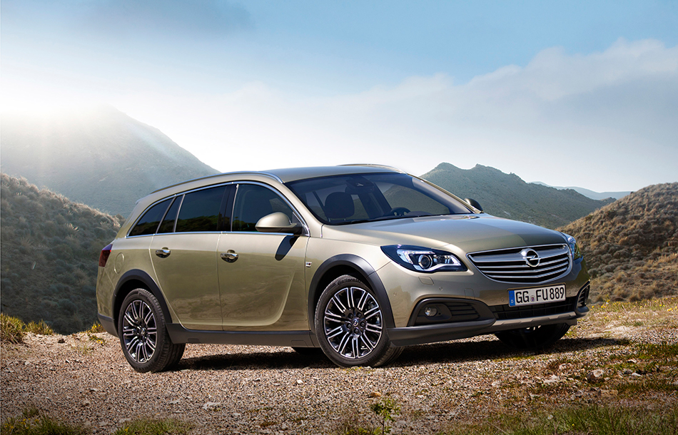 2013 Opel Insignia Country Tourer Front Angle