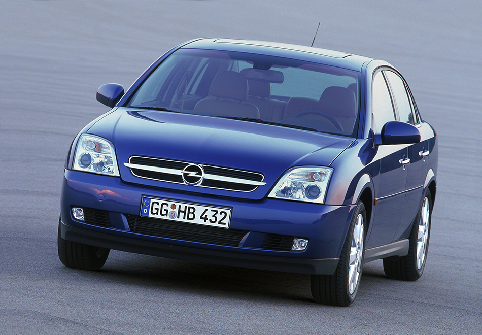 2002 Opel Vectra Front Angle