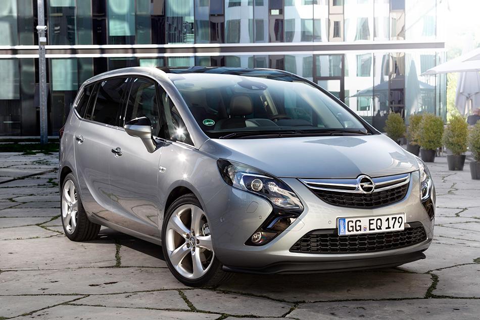 2011 Opel Zafira Tourer Front Angle