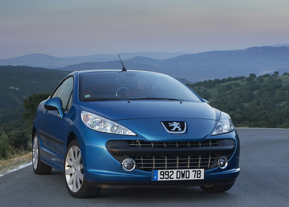 2007 Peugeot 207 CC Front Angle