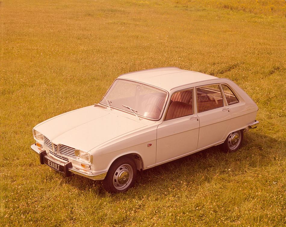 1964 Renault 16 Front Angle