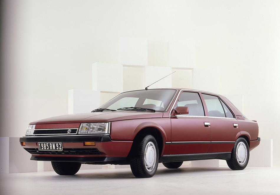 1984 Renault 25 Front Angle