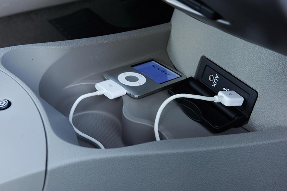 2009 Renault Clio iPod
