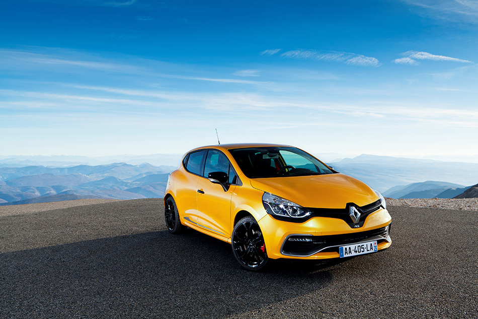 2013 Renault Clio RS 200 EDC Front Angle