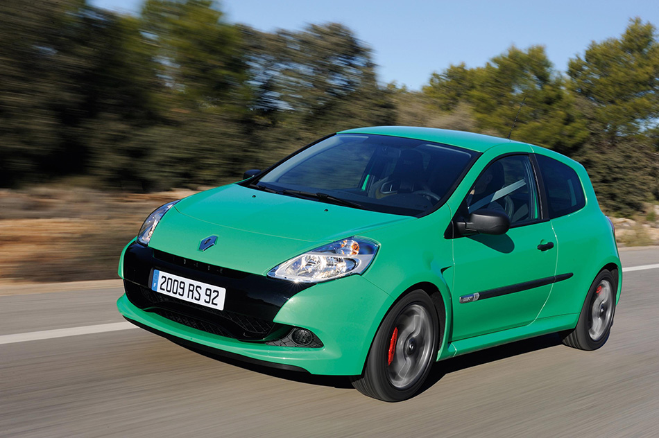 2009 Renault Clio Sport Front Angle