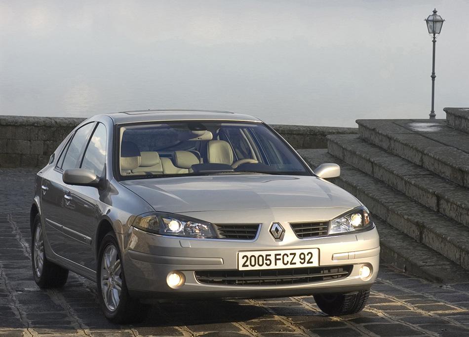 2005 Renault Laguna Front Angle