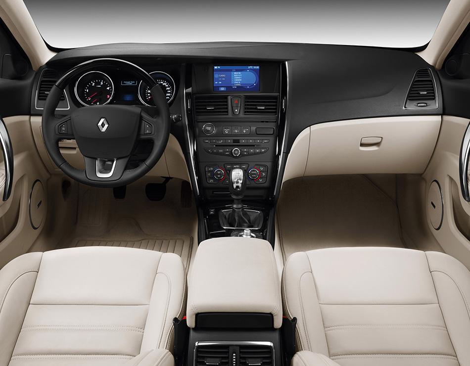 2010 Renault Latitude Interior