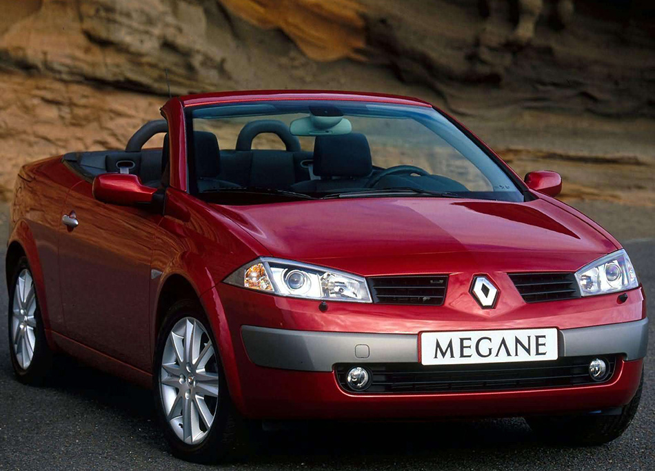 2003 Renault Megane II CoupeCabriolet 2.0 Dynmaique Version Front Angle