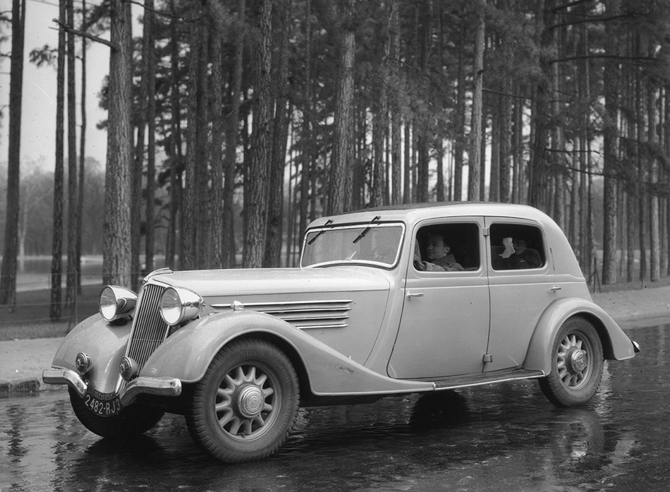 1932 Renault Nervasport Front Angle