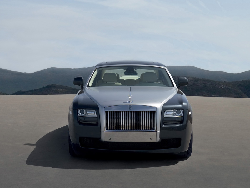 2010 Rolls-Royce Ghost Front Angle