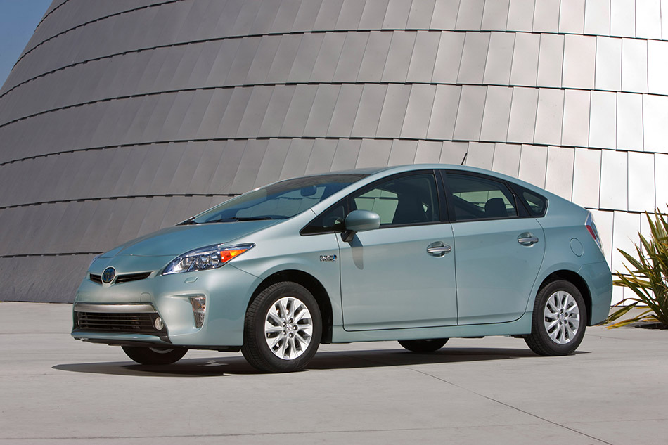 2014 Toyota Prius US Front Angle