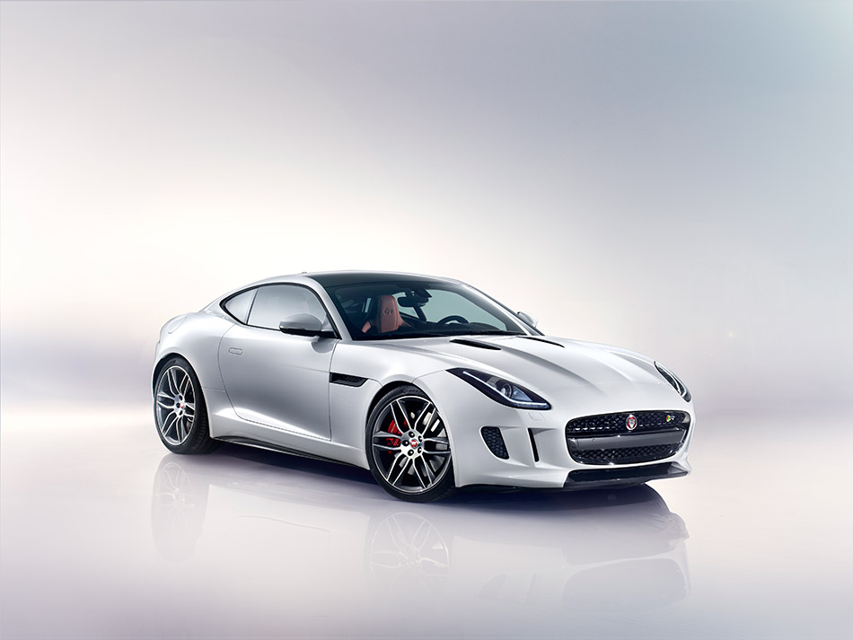 2015 Jaguar F-Type R Coupe Front Angle