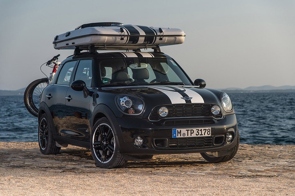 2013 MINI Countryman ALL4 Camp Front Angle