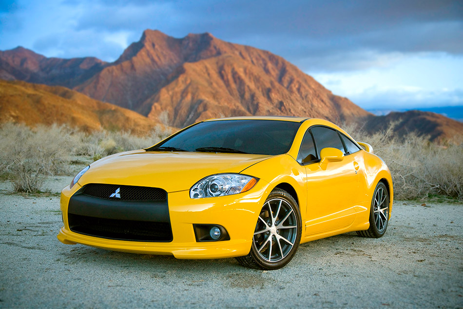 2009 Mitsubishi Eclips Coupe GT Front Angle