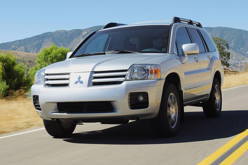 2004 Mitsubishi Endeavor Front Angle