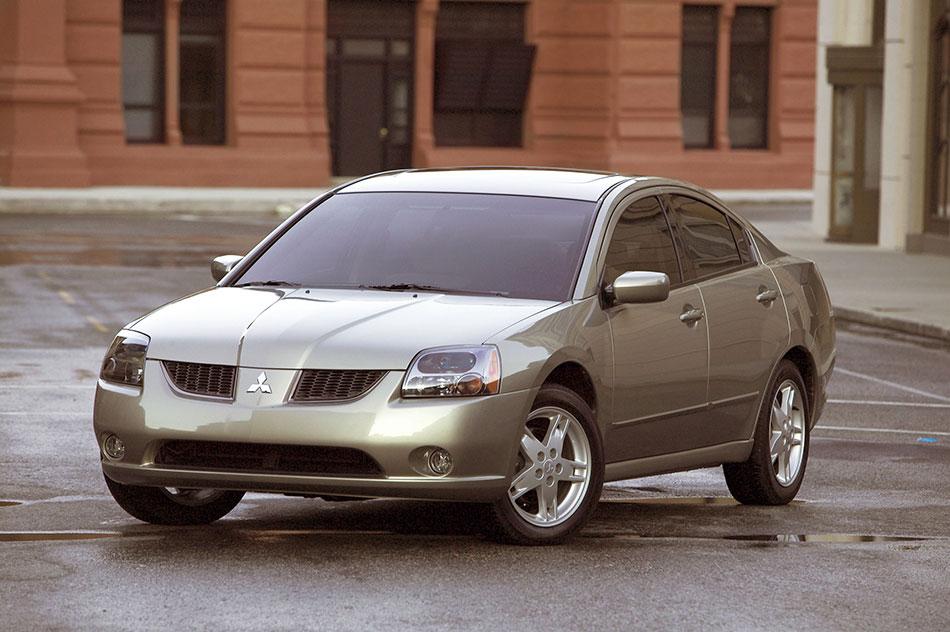 2004 Mitsubishi Galant Front Angle