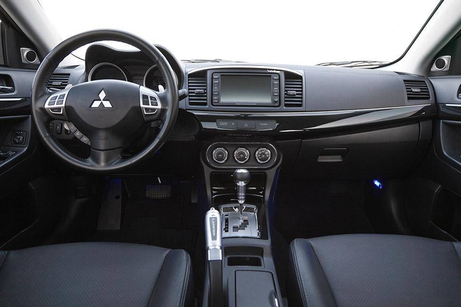 2013 Mitsubishi Lancer Interior