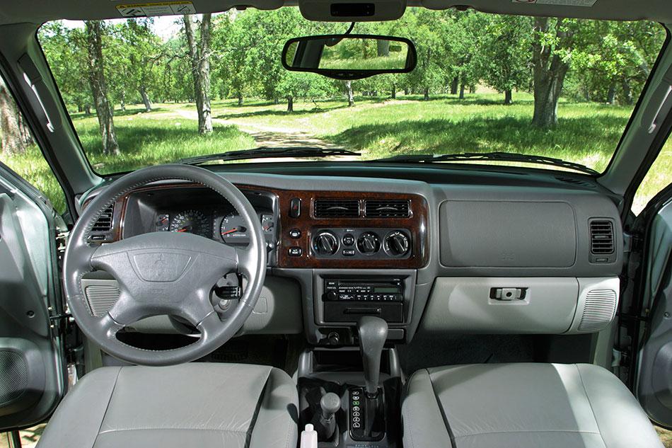 2004 mitsubishi montero sport hd pictures for Mitsubishi montero interior