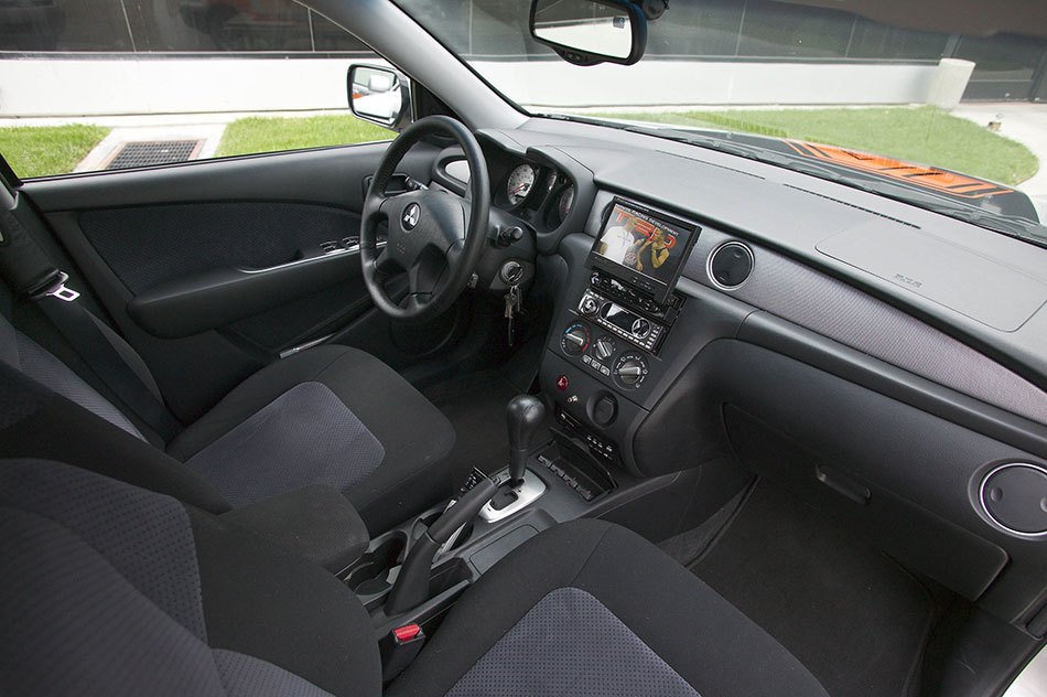 2004 Mitsubishi Outlander Interior