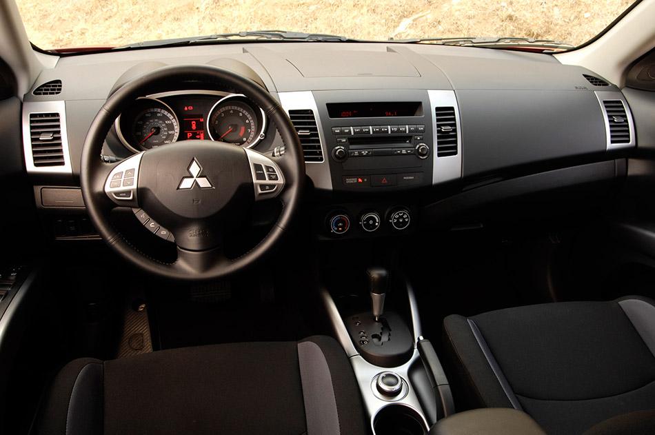 2008 Mitsubishi Outlander Interior