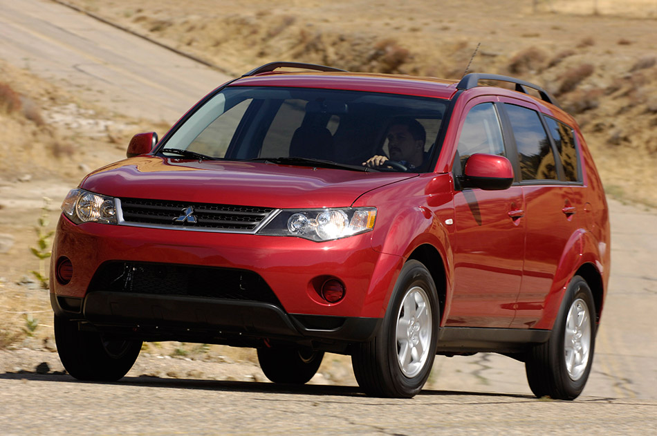 2008 Mitsubishi Outlander Front Angle