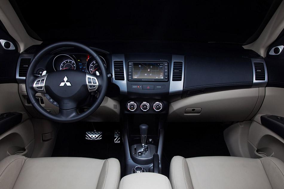 2013 Mitsubishi Outlander Interior