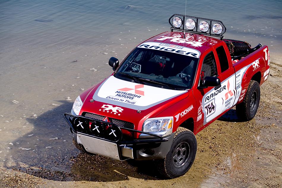 2007 Mitsubishi Raider Front Angle