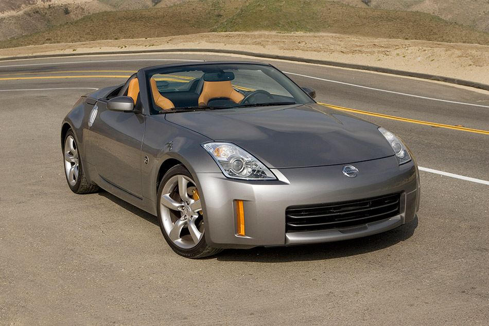 2009 Nissan 350Z Roadster Front Angle