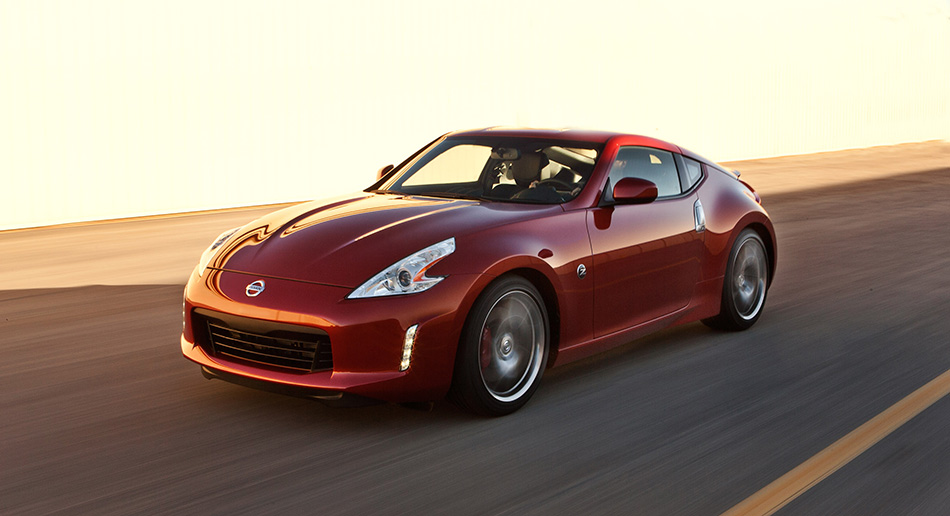 2013 Nissan 370Z Front Angle