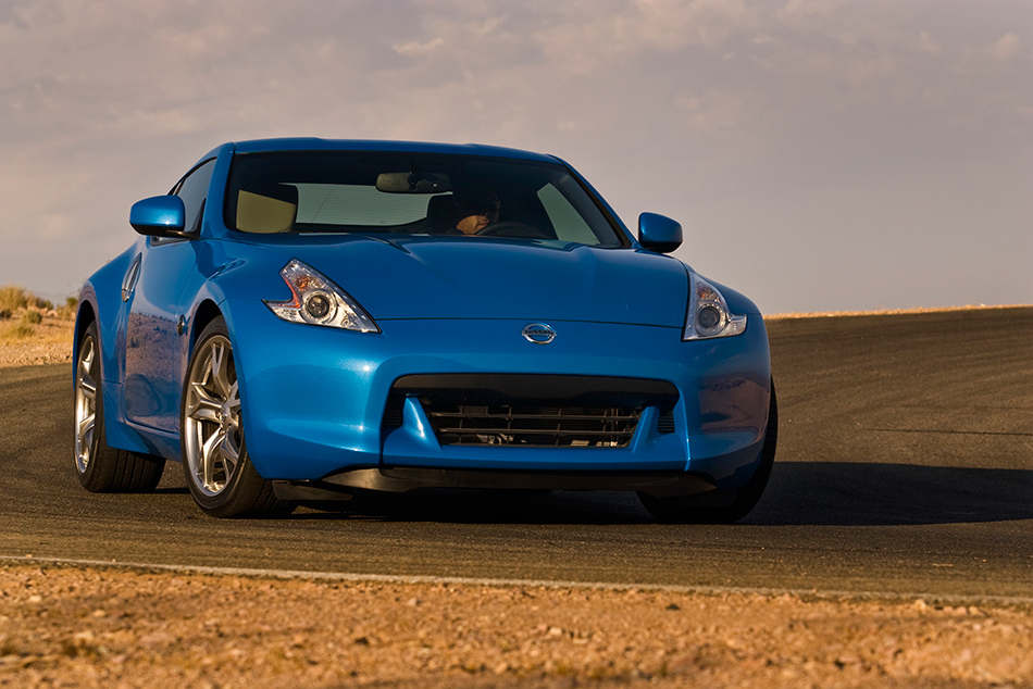 2012 Nissan 370Z Coupe Front Angle