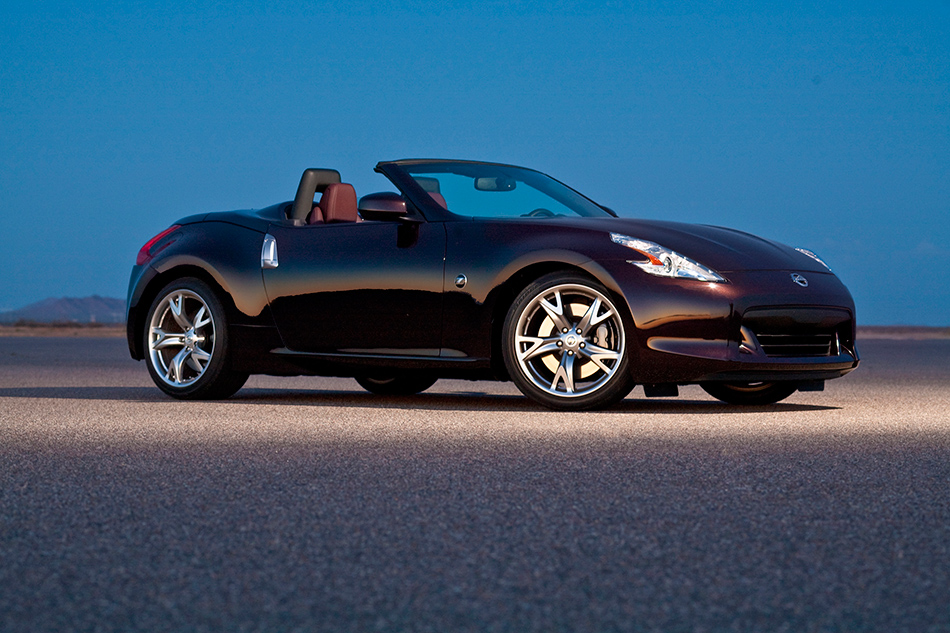 2012 Nissan 370Z Roadster Front Angle