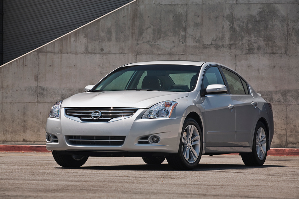 2012 Nissan Altima Front Angle
