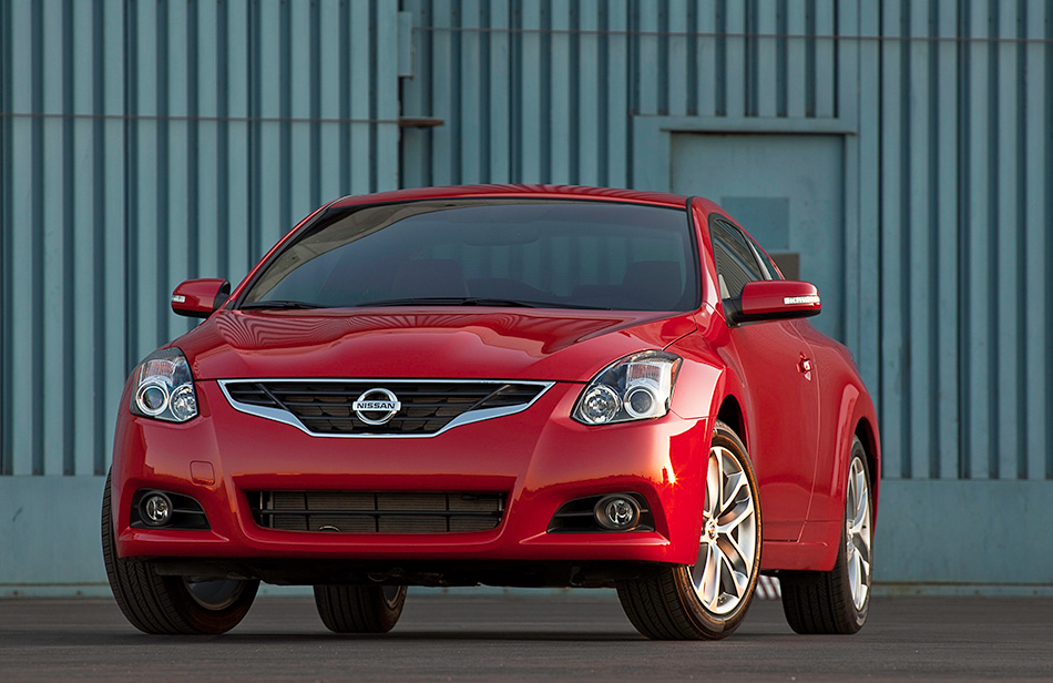 2013 Nissan Altima Coupe Front Angle