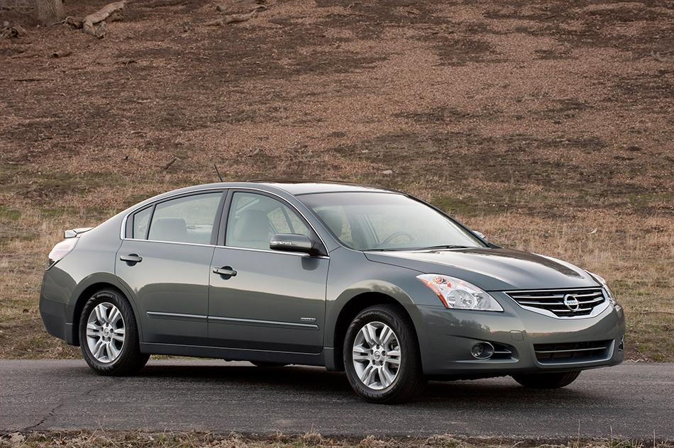 2011 Nissan Altima Hybrid Front Angle