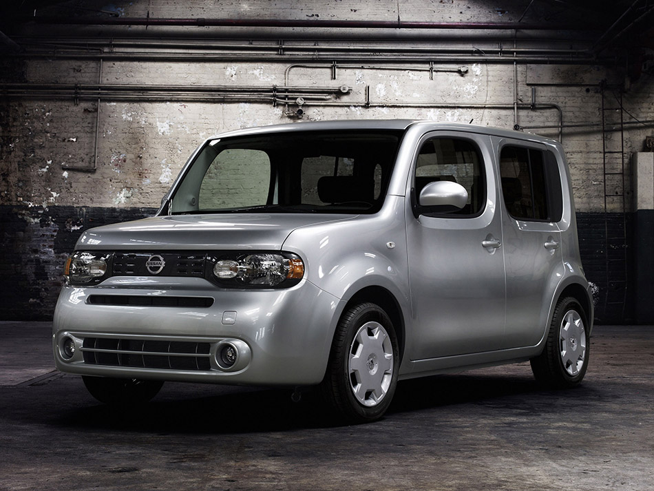 2009 Nissan Cube Front Angle